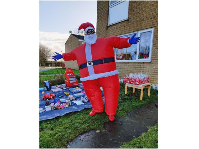 Prabhu Natarajan dressed as Santa and spent six hours on Saturday December 19 dancing and giving away toys and bags of sweets to children in a Banbury neighbourhood.