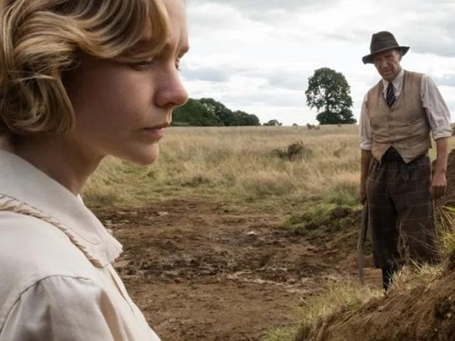 Ralph Fiennes as Basil Brown and Carey Mulligan as Edith Pretty in a scene from The Dig