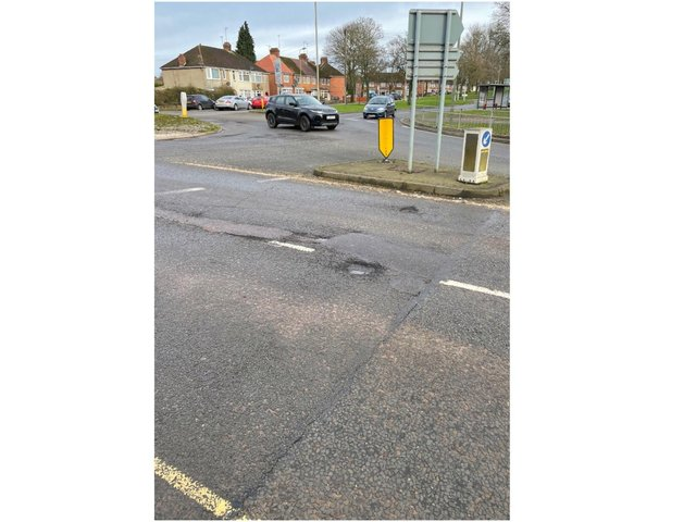 Works for the resurfacing of parts of the road between two Warwick Road roundabouts in Banbury have now been scheduled.