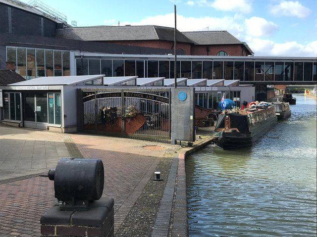 North Oxfordshire's Radio Horton has joined forces with Banbury Canal CIC to assist in seeking  oral histories of the Oxford Canal in Banbury.