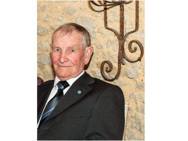 Tributes are being paid to - Arthur 'Archie' Buzzard - a well-known figure in local Banbury sport community who has died. (photo from the Buzzard family)