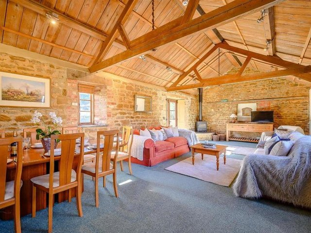 This beautiful grade II listed thatched farmhouse, which includes an on-site barn conversion has come on the market near the village of Shenington, Banbury (Image from Rightmove)