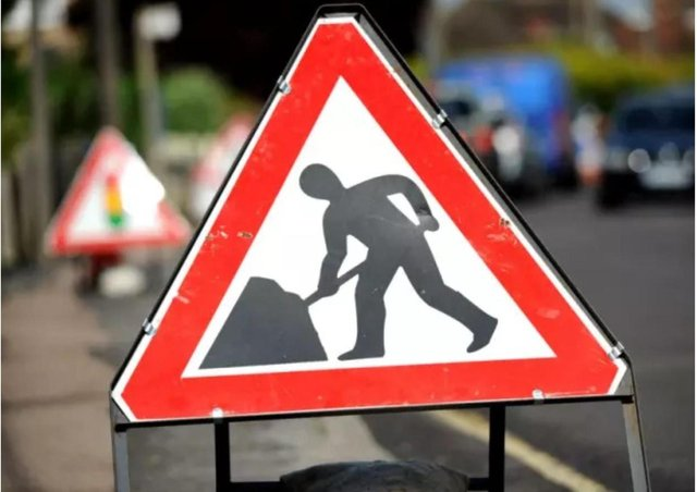 Two roadworks projects started in Banbury today, Monday April 26, including a new pedestrian crossing and resurfacing project.