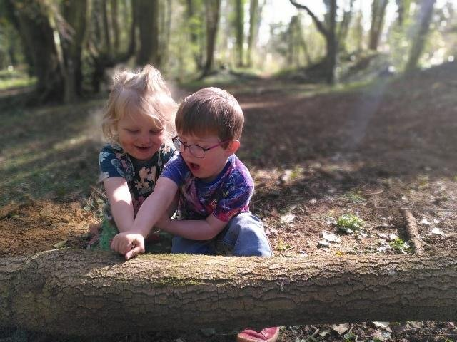 Robin Keegan and his parents will take part in the Oxford Town and Gown 10k in June to help support his best friend, Joe Littler aged 4. (Image from Muscular Dystrophy UK)