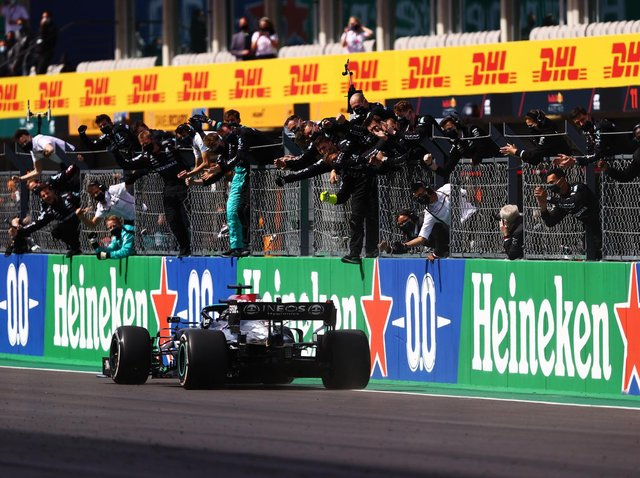 Lewis Hamilton wins in Portugal