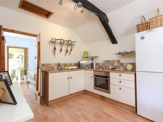 Kitchen in the annexe of The Old Wheatsheaf home in Adderbury (Image from Rightmove)