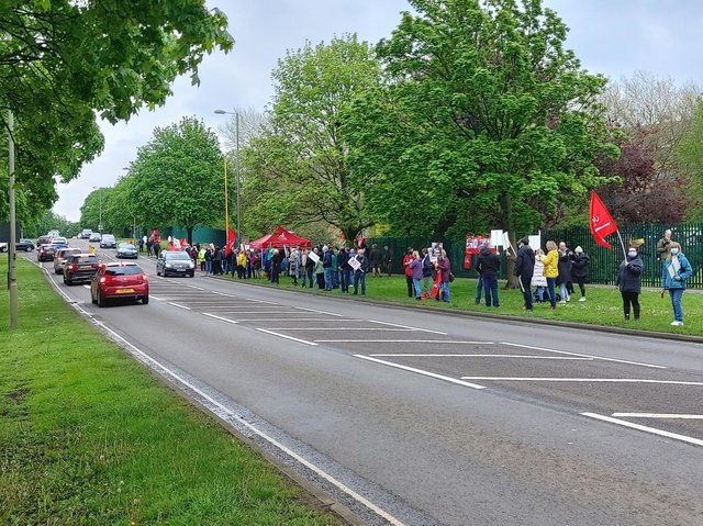 Supporters of the Banbury 300 lined Ruscote Avenue to show support while Saturday's one-day strike took place
