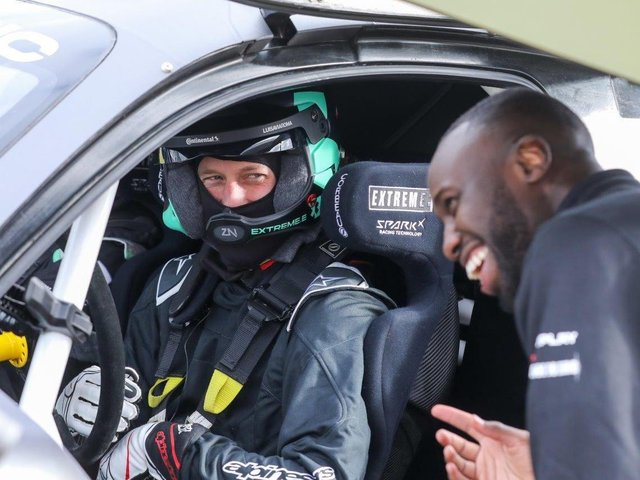 Prince William gets to know his Prodrive Extreme E car with guidance from performance engineer, George Imafidon