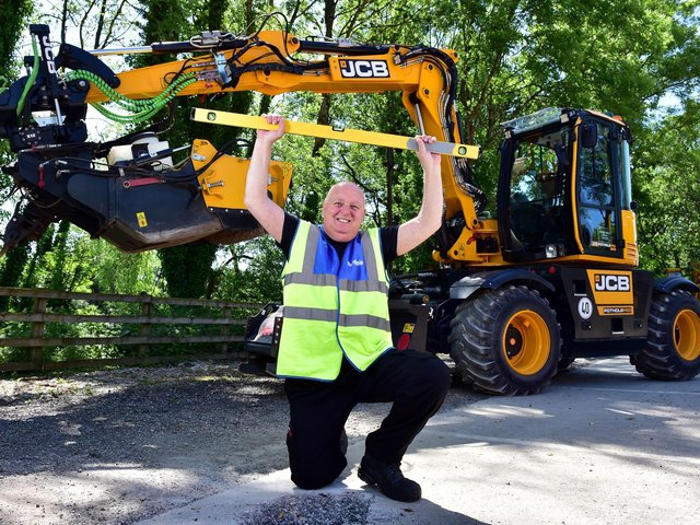 Former Mayor of Brackley - Mark Morell - 'Mr Pothole' - the world's best-known pothole campaigner – has hailed a brand new weapon designed to do battle with the national scourge. (Image from JCB)