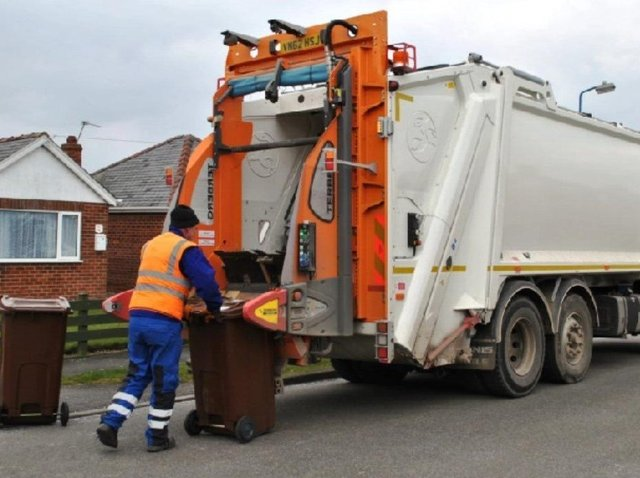 Members of Cherwell District Council's executive have approved proposals for the introduction of a new food waste collection service and a chargeable garden waste service. (File Banbury Guardian image)