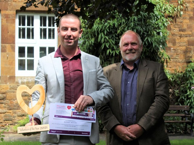 Michael Hampton, who won the Volunteer of the Year at the Cherwell Love Where you Live Volunteer Awards, is pictured with Cllr John Donaldson. (Image from Sanctuary Housing)