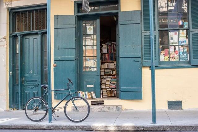 10 independent bookshops delivering across the UK